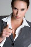 pointage fâché de femme d'affaires photos libres de droits