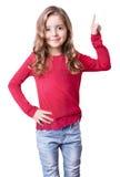 Pointage sniling de fille d'enfant avec le doigt d'isolement photographie stock libre de droits