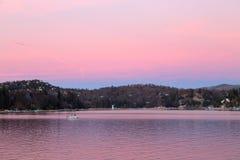 Pointe de flèche de lac dans le rose photos libres de droits