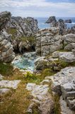 Pointe de Pen Hir in Bretagna, alta spiaggia rocciosa france Fotografia Stock