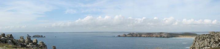 Pointe de Penhir och du Toulinguet i Brittany Arkivbild