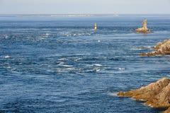 Pointe du Raz, Phare de la Vieille et Ile de Sein photos stock