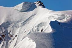 Pointe Lachenal, Chamonix, França do sudeste, Auvergne-RhÃ'ne-Alpes Os montes de neve artísticos criaram pelo poder do vento em P fotografia de stock royalty free