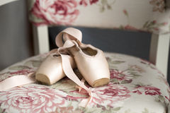 Pointe shoes for ballet dancers Stock Photos
