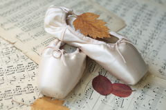 Pointe shoes on musical notes Royalty Free Stock Photos