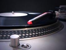 Pointeau de plaque tournante du DJ sur l'enregistrement 2 Images stock