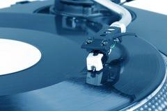 Pointeau du DJ sur la plaque tournante de rotation photographie stock libre de droits
