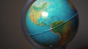 Pointeru palec na kuli ziemskiej zbiory wideo