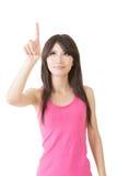 Pointin asiático bonito novo da mulher imagens de stock