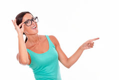 Pointing brunette woman with green tank top Royalty Free Stock Images