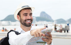 Pointing tourist with map at Rio de Janeiro Royalty Free Stock Photos