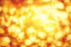 Points culminants defocused brillants dans l'or et le jaune images stock
