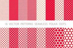 16 POINTS de POLKA SANS COUTURE de MODÈLES de VECTEUR ont placé le fond rouge Photos libres de droits