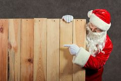 Points de Santa Claus au fond en bois photo libre de droits