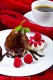 Poire belle helene mit kaffetasse Royalty Free Stock Images
