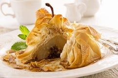Poire cuite au four en pâte de Filo Photos stock