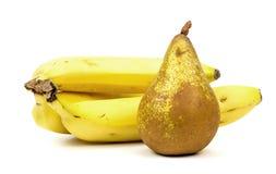 Poire et banane sur le fond blanc photos stock