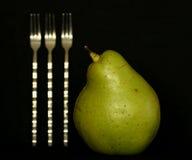 Poire et fourchettes Photographie stock libre de droits