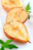 Poires et pommes cuites au four Photographie stock libre de droits