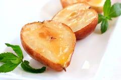 Poires et pommes cuites au four Image stock