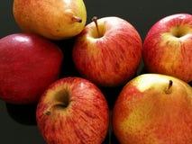 Poires et pommes rouges Photo libre de droits