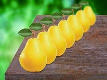 Poires fraîches, douces et jaunes Photographie stock libre de droits