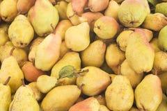 Poires Haut étroit de poires de récolte de poires Poires de supermarché Poires de stalle du marché Images libres de droits