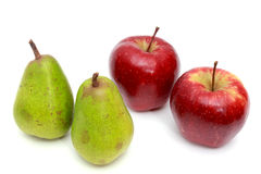 Poires juteuses, pommes Sur un blanc Photos stock