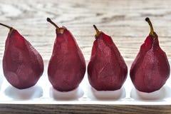 poires Merlot-pochées du plat Photo stock
