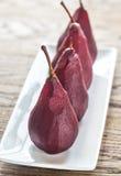 poires Merlot-pochées du plat Image stock