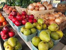 Poires, pommes, et récolte d'oignons Image libre de droits
