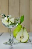 1 1/2 poires vertes Image libre de droits