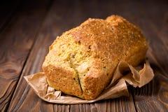 Pois chiche et pain faits maison de grain Image stock