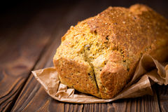 Pois chiche et pain faits maison de grain Images libres de droits