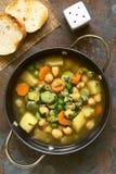 Pois chiche et potage aux légumes images stock