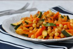 Pois chiches avec le cari, carotte, courgette Images stock