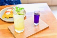 Pois de papillon avec Honey Lemon Soda photographie stock