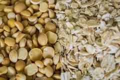 Pois et fond de farine d'avoine images stock