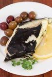 Poissons avec les olives et le citron Photographie stock libre de droits