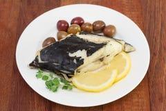 Poissons avec les olives et le citron Image stock