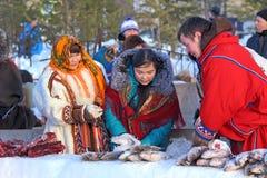 Poissons congelés par vente de Nenets Image stock