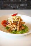 Poissons cuits à la friteuse. Nourriture thaïlandaise de type. Photographie stock libre de droits