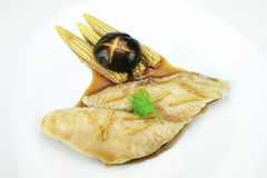 Poissons cuits à la vapeur avec la sauce de soja Image stock