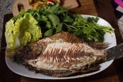 Poissons cuits au four avec de la sauce à fruits de mer Photographie stock