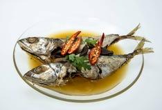 Poissons cuits de maquereau en soupe salée Image libre de droits