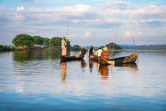 Poissons de crochet de pêcheurs Image libre de droits