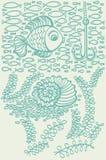 Poissons en mer avec la coquille et l'algue Image stock