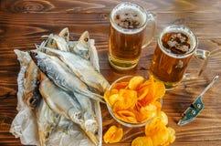 Poissons et bière secs Photos libres de droits