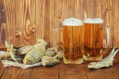 Poissons et bière secs Image libre de droits