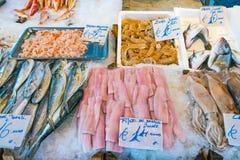 Poissons et fruits de mer à vendre Photographie stock